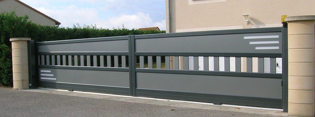 Quali 39 stores portail coulissant for Portail roulant electrique de garage